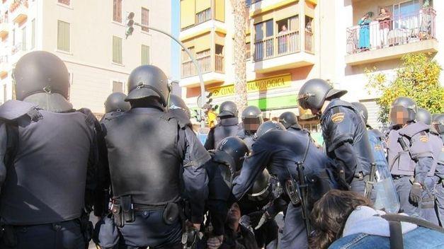 20120228110111-libertad-arrestados-protestas-estudiantiles-valencia-tinima20120217-1193-5.jpg